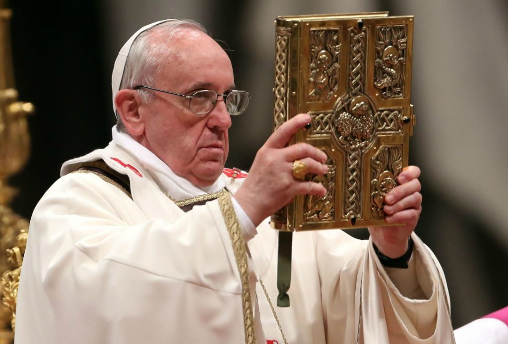 Pope-Francis-Book-of-Gospel