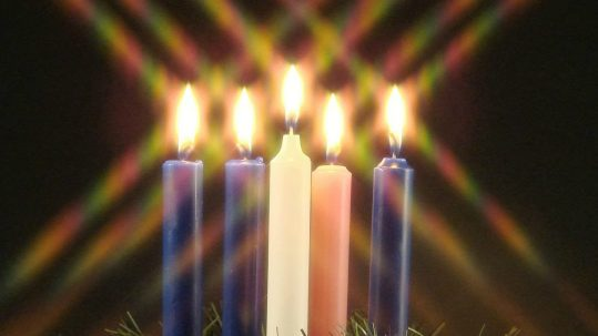 christmas lights advent season secularism luci di natale avvento laicità consumismo luces de navidad temporada adviento consumismo y secularismo