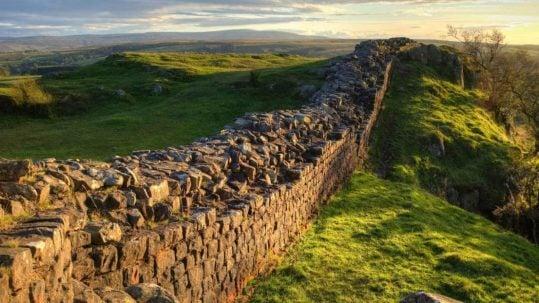 hadrian's wall parable of the vineyard and the wicked tenants grapes fruit muro uvas labradores Viña