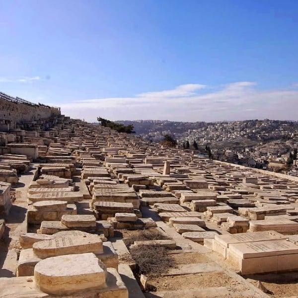 mount of olives graves death judgment jerusalem tombstones palm sunday road hosanna